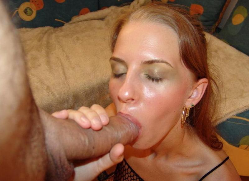 Послушная телка сосет член любовника и трахается с ним в попу дома - секс порно фото
