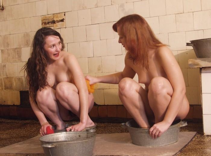 Три деревенские бабы моются в общественной бане - секс порно фото