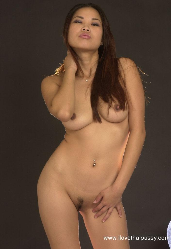Стервозная азиатка с пухлыми губами сняла нижнее белье на камеру - секс порно фото