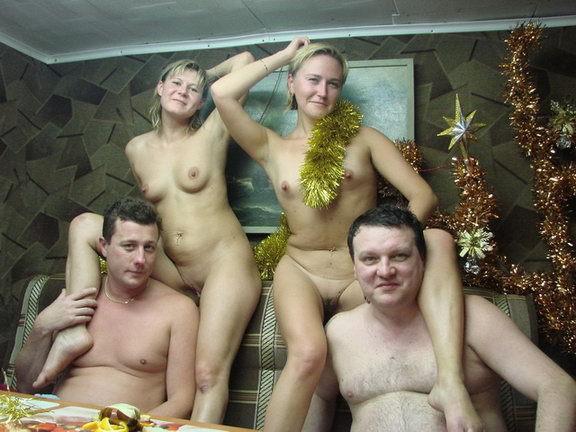 Русские бабы зажигают с чужими мужьями дома и в бане - секс порно фото