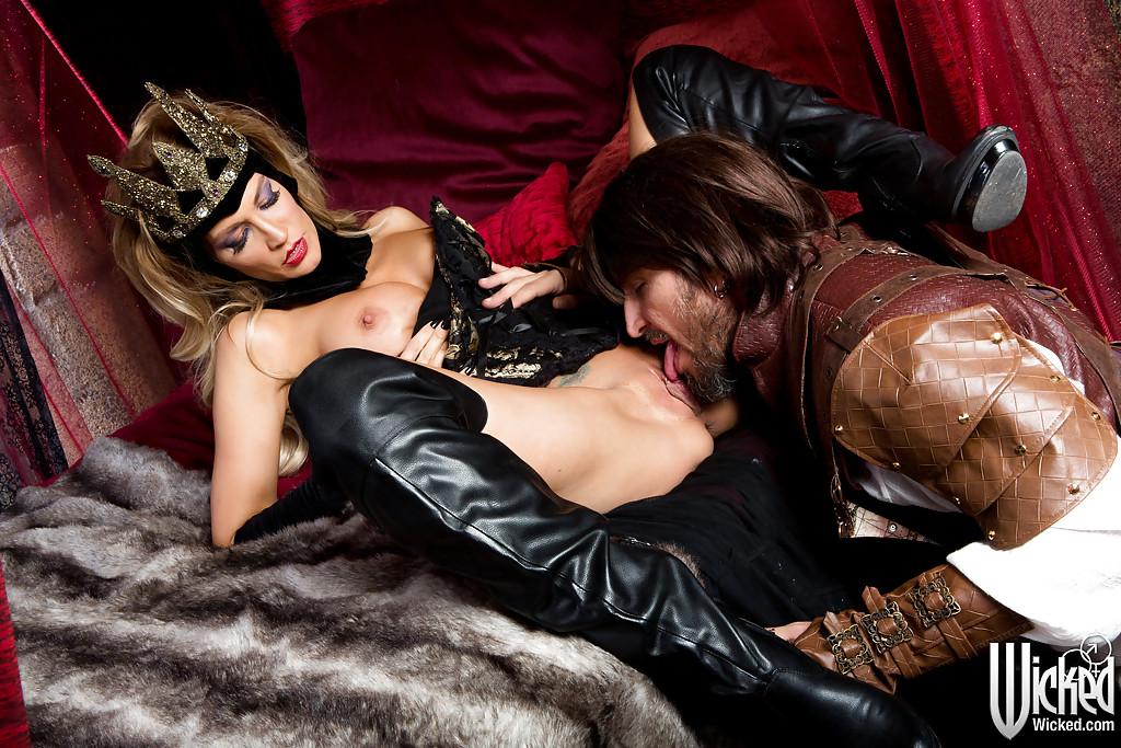 30летняя королева сделала парню минет и дала в киску после кунилингуса - секс порно фото