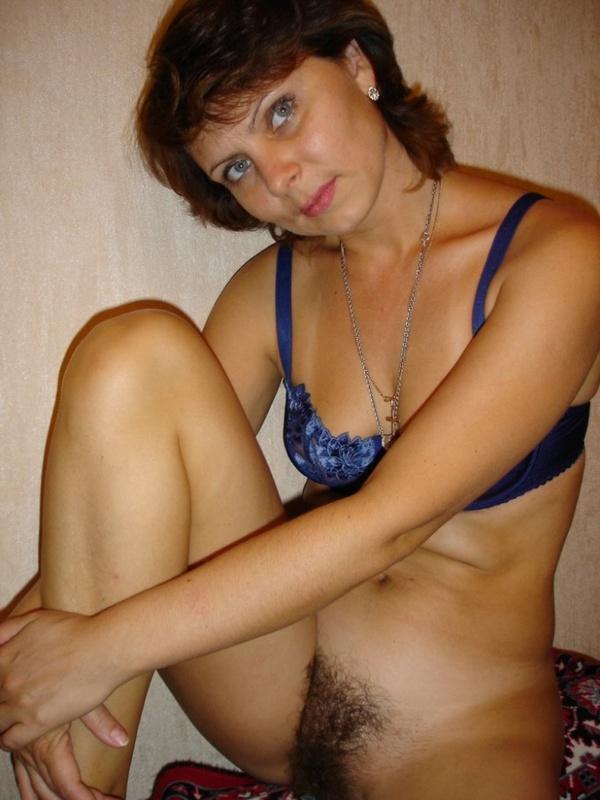 Частные снимки русской мамочки на улице и в доме - секс порно фото