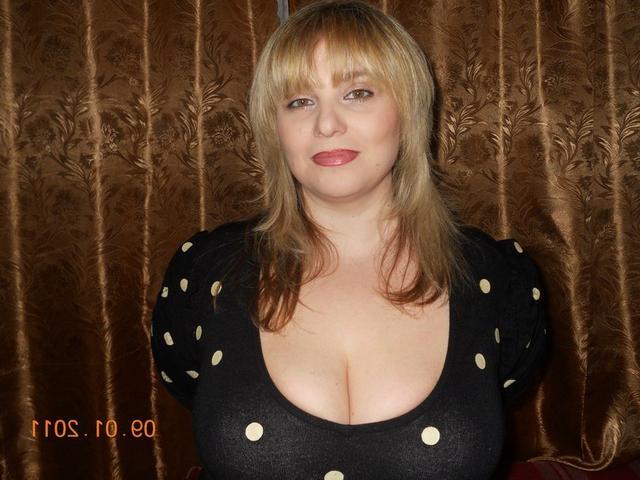 Подборка любительских снимков грудастых дамочек голышом - секс порно фото
