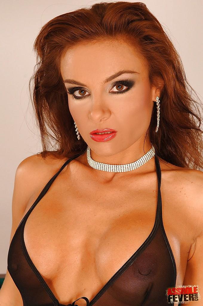 Венгерская мамаша Bonny Bon мастурбирует анал кистью - секс порно фото