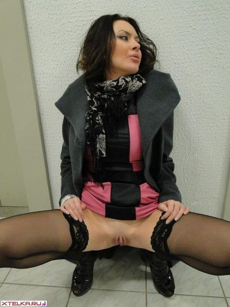 Подборка снимков бритой киски худощавой красотки - секс порно фото